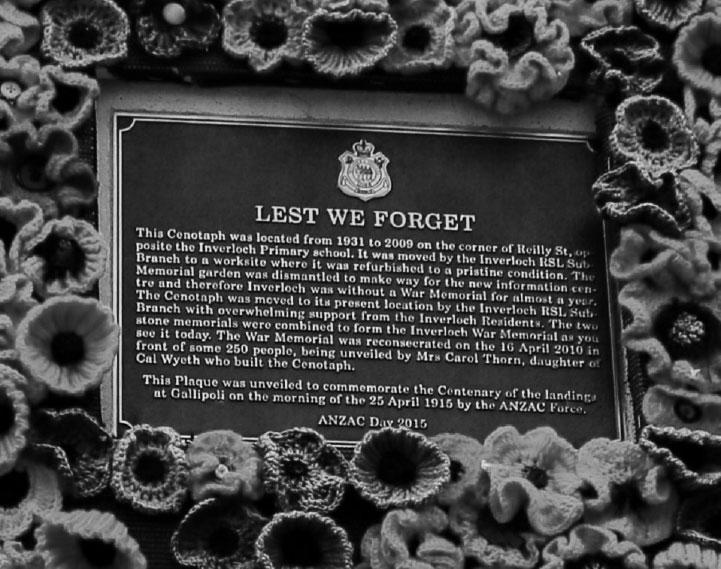 photo of lest we forget memorial plaque